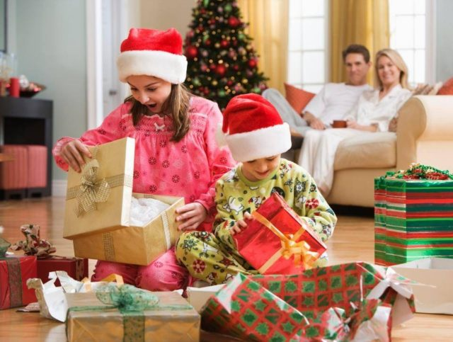 Подарки детям на Новый год 2021