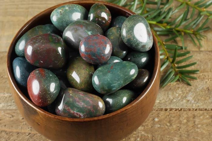 много камней