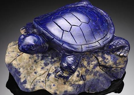 Черепаха из минерала