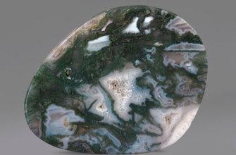 Камень моховый агат