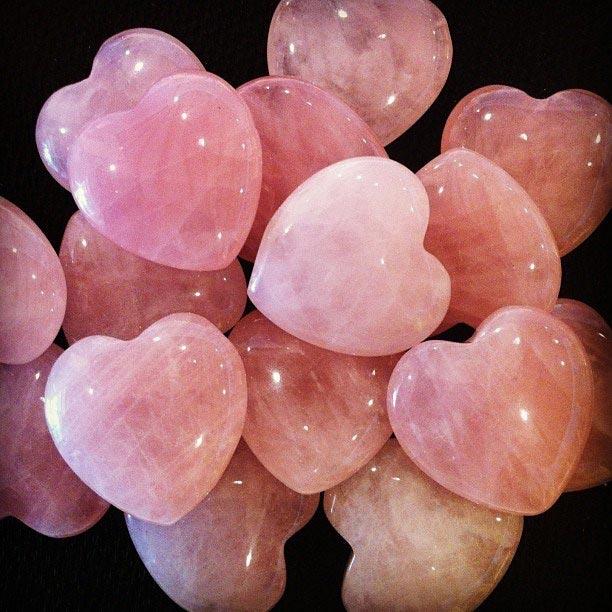 Розовые камни