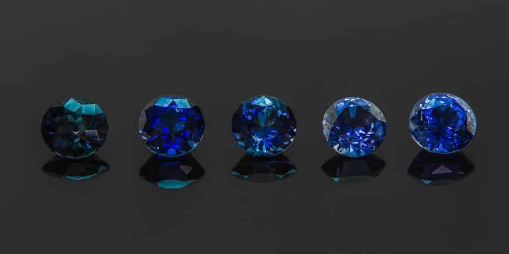 Натуральный цвет сапфира синий