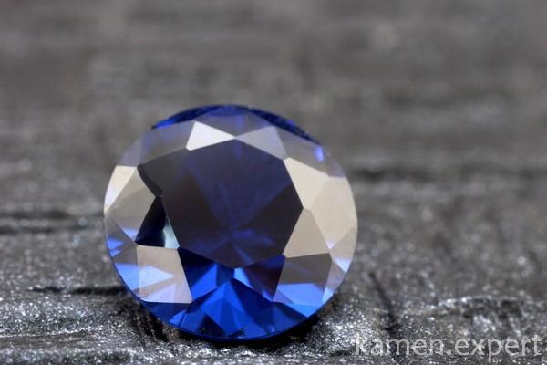 Синий корунд круглой огранки