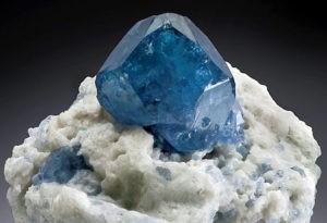 Сапфировая (синяя) шпинель