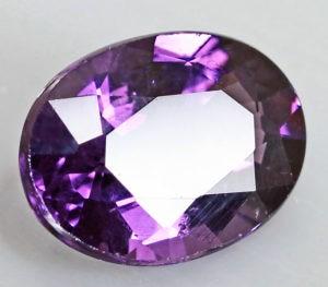 Альмадиновая шпинель (фиолетовая)